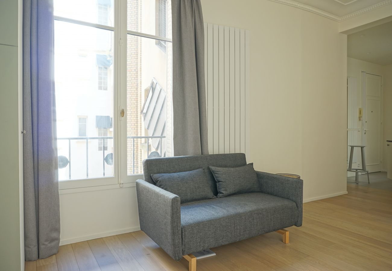 Studio à Paris - Rue Chateaubriand - Paris 8 - 108041