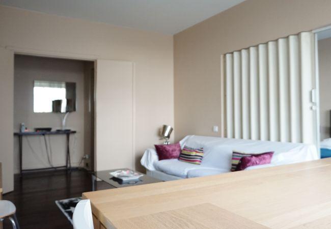 Appartement à Paris - rue de Berri 75008 PARIS - 208060