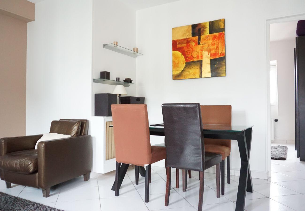 Appartement à Paris - Rue Bassano - Paris 16 - 216040