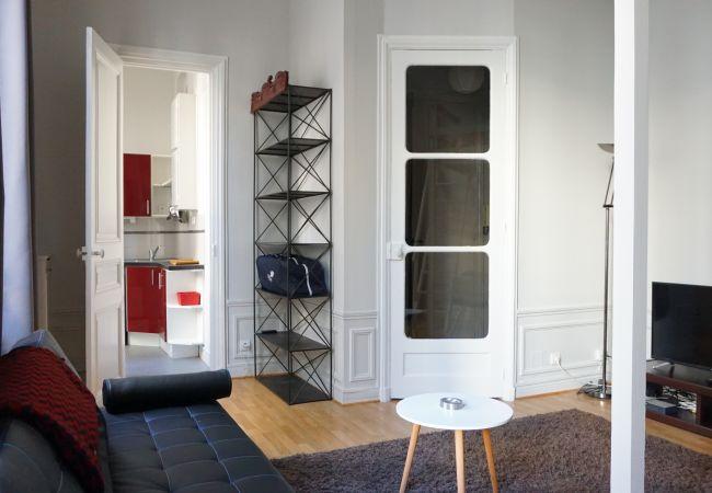 Studio à Paris ville - rue Paul Valéry 75116 Paris - 116050