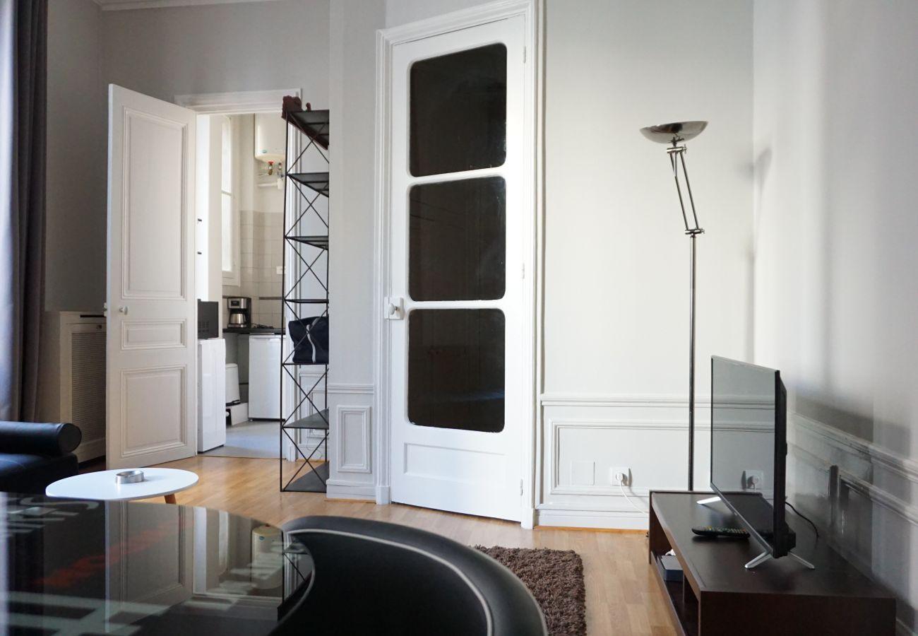 Studio à Paris - Rue Paul Valéry - Paris 16 - 116050