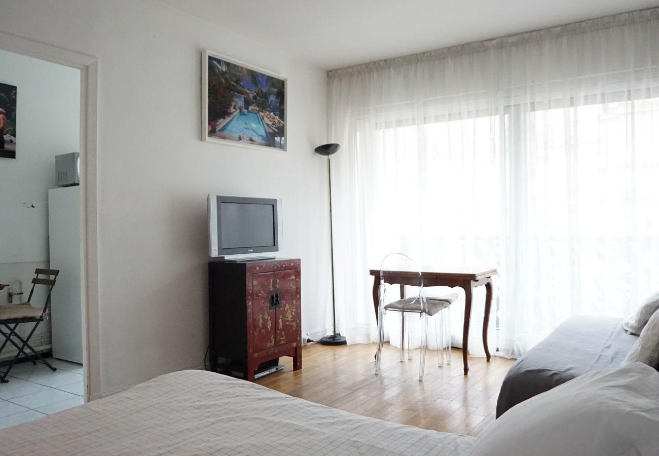 Studio à Paris - Rue de Ponthieu #6 - Paris 8 - 108042