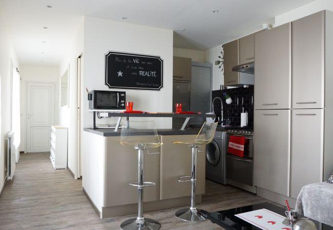 location temporaire paris location meubl e de courte dur e home rental service. Black Bedroom Furniture Sets. Home Design Ideas