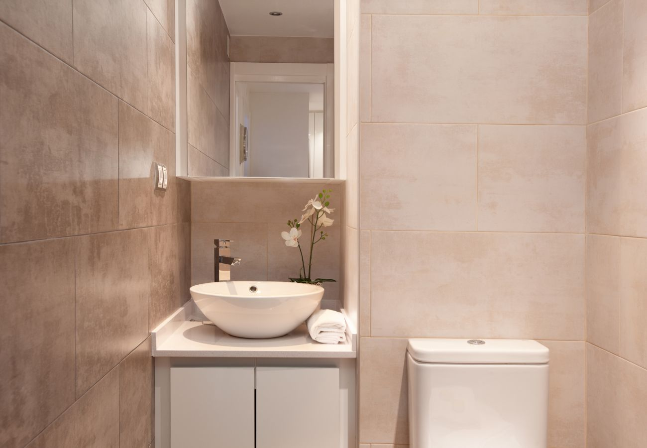 belle salle de bain dans un appartement de 2 chambres à Barcelone près de la Sagrada Familia et de l'hôpital Sant Pau