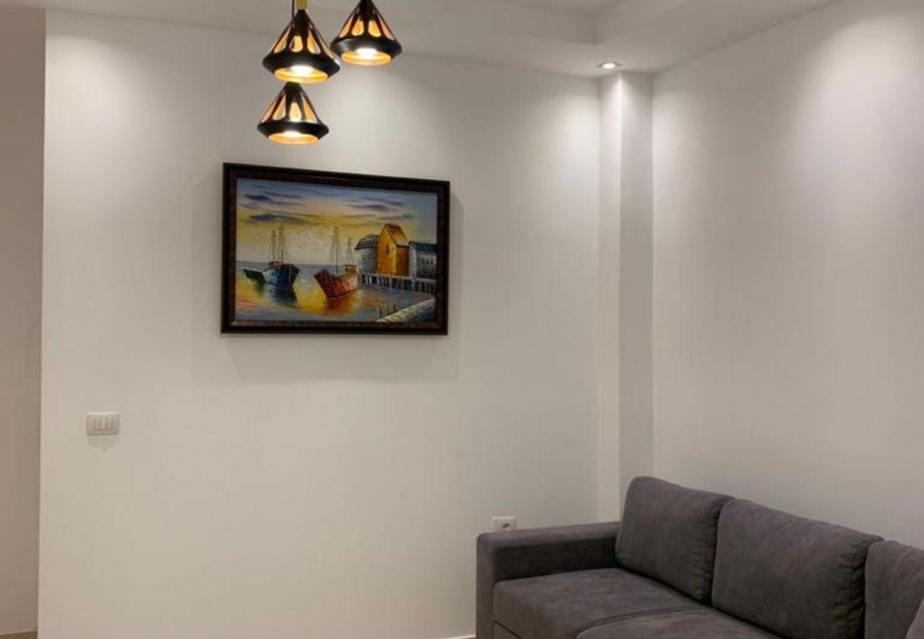 Détails du salon dans un appartement d'une chambre à Vlora